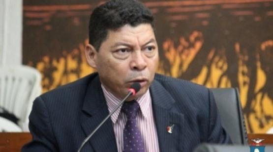 Vereador Dr. Xavier e adjunto da Saúde fiscalizam obras da UPA do Verdão
