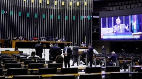 Câmara aprova PEC que adia para novembro eleições deste ano