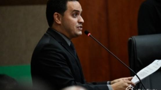 Vereador critica projeto e abre mão de auxílio doença de R$ 9 mil aprovado pela Câmara